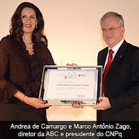 Andrea de Camargo e Marco Antônio Zago, diretor da ABC e presidente do CNPq
