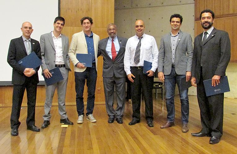 Os novos afiliados e o vice-presidente da Regional São Paulo, Oswaldo Luiz Alves