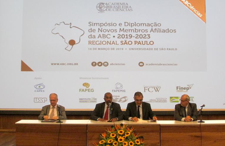 Marco Antonio Zago (membro titular da ABC), Oswaldo Luiz Aves (vice-presidente da Regional São Paulo da ABC), Vahan Agopyan (reitor da USP) e José Roque da Silva (membro titular da ABC)
